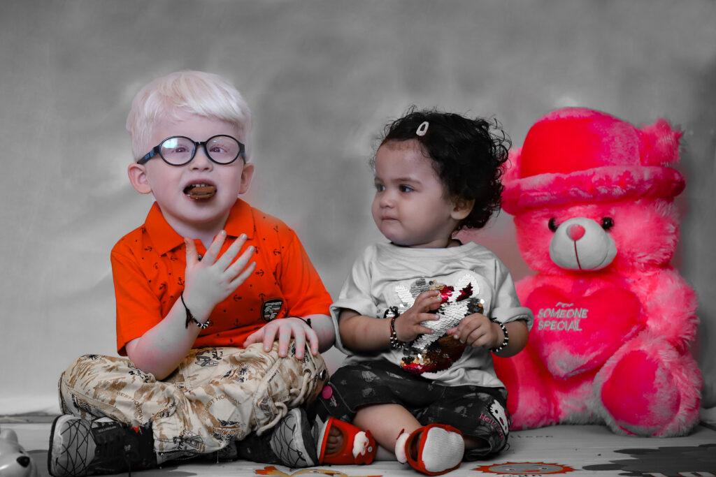 ambar gupta with his sister